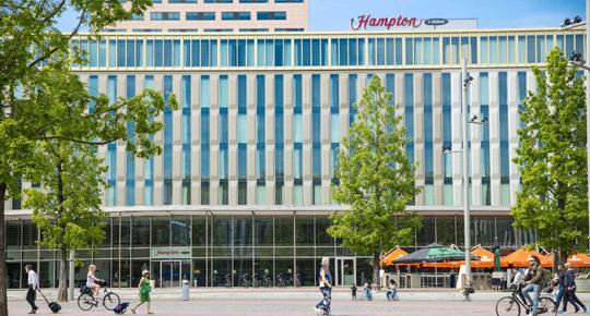 Taxi Hampton by Hilton Amsterdam
